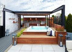 Chicago Roof Deck and Garden is Chicago's premier innovator in professional, specialty and custom roof decks. Hot Tub Backyard, Hot Tub Garden, Small Backyard Pools, Backyard Patio, Small Pools, Pool Decks, Rooftop Terrace Design, Rooftop Patio, Balcony Design