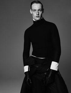 Roberto Sipos por Nagi Sakai para Vogue Man Ukraine