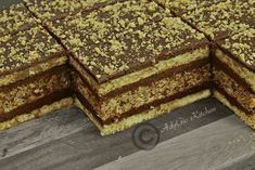 Prajitura Regina Maria cu nuca si crema de cacao,o prajitura de casa cu doua blaturi si crema fina Sweets Recipes, No Bake Desserts, Delicious Desserts, Cake Recipes, Cooking Recipes, Romanian Desserts, Romanian Food, Desserts With Biscuits, Layered Desserts