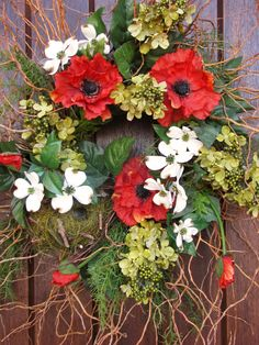 Welcome the arrival of warm weather with an easy-to-create spring wreath.