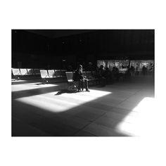 La espera. #estacion #santajusta #sevilla #andalucia #girl #chica #esperando #waiting #blackandwhite #blancoynegro #igerssevilla #photooftheday #picoftheday #igersspain #igers #ig #daylight #luzdía #iphone6 #train #trainstation #tren #ave #renfe