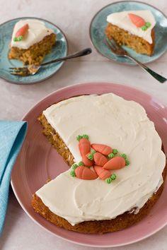 Torta di carote con mandorle e pistacchi con glassa al limone, ricetta