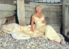 PAULA YATES, FLIP FLOPS ON PEBBLES NOT EASY TO DEAL WITH. THE HOKEY POKEY MAN AND AN INSANE HAWKER OF FISH BY CONNIE DURAND. AVAILABLE ON AMAZON KINDLE. Bob Geldof, Michael Hutchence, People Of Interest, Television Program, Like A Boss, Famous Women, Celebrity Weddings, Beautiful Bride