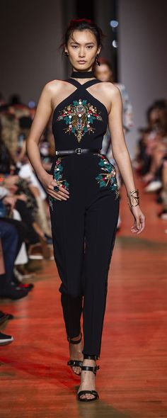 Elie Saab Spring-summer 2019 Ready-to-Wear Elie Saab Spring-summer 2019 Ready-to-Wear www.c ImaxTree The post Elie Saab Spring-summer 2019 Ready-to-Wear appeared first on Summer Diy. Style Couture, Couture Fashion, Runway Fashion, Chanel Fashion, Fashion Week, Look Fashion, Fashion Show, Fashion Trends, Fashion Inspiration