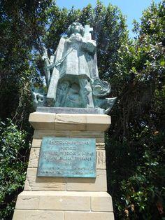 """Conheça o """"Bartolomeu Dias Museum"""" em Mossel Bay (Africa do Sul) Rivers, Lakes, Statue Of Liberty, Places To Travel, Stamps, Africa, Museum, Ocean, Blog"""