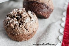 Healthy Banana Oat Chocolate Chip Muffins - flour-free, no sugar, and oil-free easy to make breakfast muffins that are delicious and packed with protein. | www.mamabearbliss.com