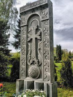 Armenian Khachkar Armenian History, Armenian Culture, Armenian Christianity, Monuments, Forest Resort, Yerevan Armenia, Cemetery Art, Old Churches, Old Maps