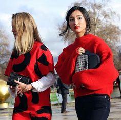 Happy Chinese New Year! Tampil tematik pada malam pergantian tahun menurut kalender Tiongkok yang tinggal menghitung jam ini dapat secara mudah Anda hadirkan melalui pakaian berpalet warna merah. Padukan oversized knitted top dengan celana jeans untuk tampilan kasual atau dapat menggunakan teknik layering pada dress bermotif agar lebih chic. Don't forget to on your red lipstick as statement for the total look! #ELLEStreetStyle (Fashion Assistant - @fadilayunidar)  via ELLE INDONESIA…