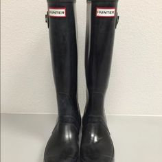 Hunter Rain Boots Size 6 Black Black hunter rain boots size 6. Preowned. Purchased but does not fit my foot size so trying to resell. In great condition. Hunter Boots Shoes Winter & Rain Boots