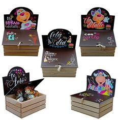 distribuidor de cajas con chocolates y mensajes, al por mayor, afiches, tarjetas, cajas con mensaje y chocolates, bolsas de regalo, cajas de empaque, detalles en general, expresión social. Unicorn Wall Decal, Cute Messages, Party In A Box, Creative Cards, Love Gifts, Toy Chest, Diy And Crafts, Birthdays, Presents