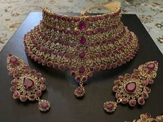 Misree Bridal set – RangPosh You will find different rumors about the history of the wedding dress; Indian Bridal Jewelry Sets, Wedding Jewelry Sets, Bridal Accessories, Bridal Jewellery, Wedding Jewellery Collections, Fancy Jewellery, Gold Jewellery Design, Gold Jewelry, Diamond Jewellery