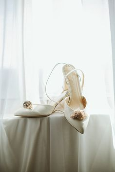 cb47a9a59f3666 White and gold shoes for a bride