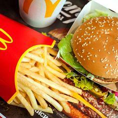 Der McDonald's Big Mac verliert Markenschutz Mcdonalds Happy Meal, Mcdonalds Gift Card, Big Mac, Bad Burger, Hamburger Toppings, Clara Berry, Fast Food Restaurant, Food Goals, Food Menu