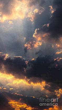 The Heavens declares His glory!