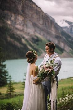 breathtaking lake elopement | image via: junebug weddings