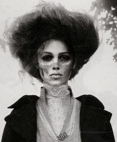 I love this... please someone do my makeup like this for halloween... such a great idea