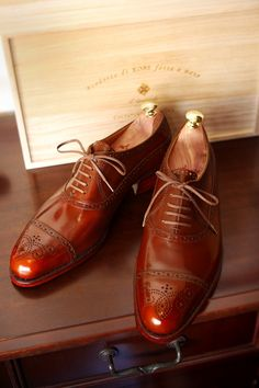 When a classic, simple shoe can sweep you off your feet you know it's special. That is precisely how I feel about these bad boys by Il Quadrifoglio, who is a Japanese bespoke shoemaker out of Kobe ...