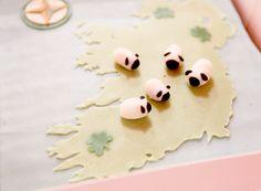 Gâteau Irlande • Irish cake by Pâtisserie Chez Bogato 7 rue Liancourt, Paris 14e. Ouvert du mardi au samedi de 10h à 19h. Tel. 01 40 47 03 51 Cake Design Birhtday cake Gâteau d'anniversaire