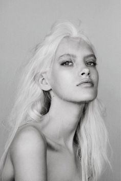Vintage bilder 21 Fierce Platinum Blonde Hairstyles to Make Jaws Drop Blond Hairstyles, My Hairstyle, Pretty People, Beautiful People, 3 4 Face, Ice Blonde, Platinum Blonde Hair, Black And White Portraits, Snow Queen