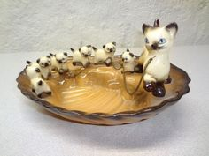 Vintage 1950s CAT & 6 KITTENS ON CHAIN FIGURINE DISH TRAY - ABSOLUTELY ADORBS!