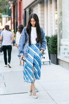 ストライプ柄スカートとデニムジャケットの絶妙バランス|Gilda Ambrosio|SPUR.JP