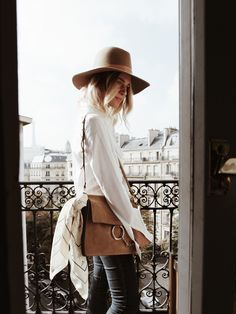 BALZAC PARIS white shirt BALZAC PARIS denim pants ZADIG & VOLTAIRE suede boots (similar here) CHLOÉ faye bag BALZAC PARIS foulard Photos by F. Flatau _____ _____ I had the chance to stay in