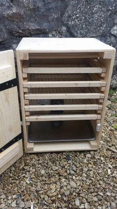 Universal biltong box/ dehydrator with shelving Biltong, Dehydrator Recipes, Dehydrated Food, Smokehouse, Diy Solar, Smoking Meat, Diy Box, Woodworking Projects, Spices