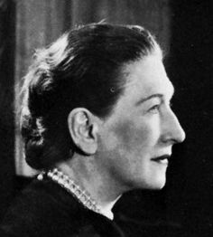 Image of Elizabeth Bowen Elizabeth Bowen, Upper Middle Class, Pose, Story Writer, Writers And Poets, Short Stories, Biography, Lesbian, The Past