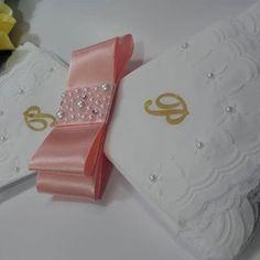 "fa3581f17 Mão de Anjo - Casamento on Instagram  ""Guardanapos personalizados + Porta  guardanapo"