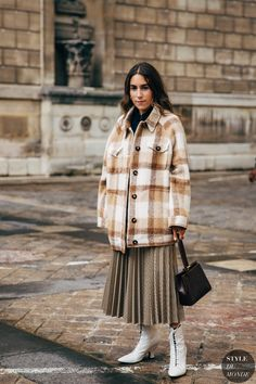 Spring Street Style, Street Chic, Street Style Women, Spring Fashion Trends, Autumn Fashion, Botas Grunge, Flannel Shirt Outfit, Campaign Fashion, Style Snaps
