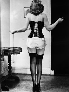 Back view of woman wearing a corset vintage Corset Vintage, Lingerie Vintage, Vintage Underwear, Vintage Stockings, Vintage Glamour, Vintage Beauty, Vintage Fashion, Pin Up Lingerie, Vintage Burlesque