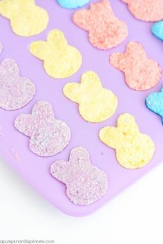 DIY bunny bath bombs - create bunny shaped bath bombs for a quick last-minute Easter basket filler. Diy Unicorn Horns, Bath Bombs With Rings, Mermaid Bath Bombs, Black Bath Bomb, Easter Crafts, Easter Ideas, Easter Gift, Kids Crafts, Christmas Bath Bombs