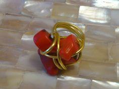 anillo de coral de MACALAR disponible en www.artesanio.com/macalar #anillos #bisuteria #coral #dorado #bijou #moda #mode #fashion #blogger #fashionblogger #jewel #navidad #regalos