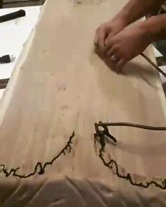 Epoxy Resin Crafts Videos How To Make Wood Resin Table, Epoxy Resin Wood, Wood Burning Crafts, Wood Burning Art, Woodworking Videos, Woodworking Projects Plans, Woodworking Books, Woodworking Machinery, Diy Resin Crafts