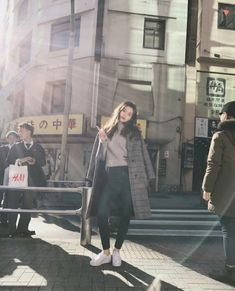 Doyeon of Weki Meki Kpop Fashion, Daily Fashion, Fashion Fall, South Korean Girls, Korean Girl Groups, Jung Chaeyeon, Kim Doyeon, Daniel Henney, Angelababy