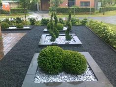 Create a rectangular plant bed in the front garden with an edge. Fill with slate chipping and architectural plants Create a rectangular plant bed in the front garden with an edge. Fill with slate chipping and architectural plants Front Garden Entrance, House Entrance, Gravel Garden, Garden Beds, Garden Path, Slate Garden, Pebble Garden, Landscape Edging Stone, Architectural Plants