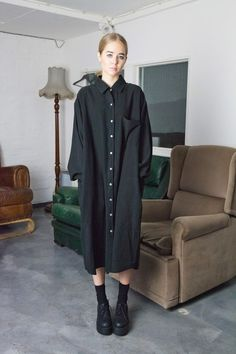 Dress: black street oversized midi loose shirt button up shi.- Dress: black street oversized midi loose shirt button up shirt black dark kawaii dark kawaii grunge - Hipster Goth, Hipster Dress, Nu Goth, Street Goth, Street Style, Moda Oversize, Heeled Brogues, Goth Outfit, Chemise Fashion