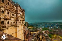 http://animeshray.com/wp-content/uploads/2013/12/View-of-Jodhpur-from-Mehrangarh-Fort-Animesh-Ray-Photography-03.jpg
