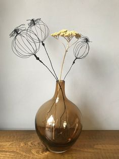 Copper Wire Crafts, Copper Wire Art, Wire Flowers, Giant Flowers, Chicken Wire Sculpture Diy, Wire Wall Art, Wire Drawing, Metal Art Projects, Harvest Decorations