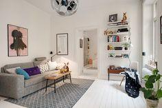 Snup stilen og lad dig inspirere af de mange praktiske og budgetvenlige løsninger i denne lejligheds indretning