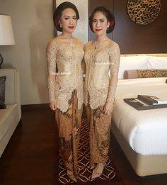 #anggiasmara Model Kebaya Modern, Indonesian Kebaya, Kebaya Wedding, Kebaya Brokat, Batik Fashion, Dress Hairstyles, Batik Dress, Traditional Wedding, Dream Dress