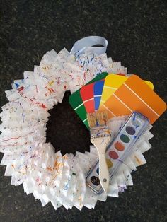 Wreath with paint chips at an Art Party - jule Artist Birthday Party, Birthday Painting, Birthday Parties, Happy Birthday, Art Themed Party, Art Party, Unique Birthday Party Ideas, Vbs Crafts, Party Planning