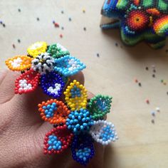 Mexican ring flower handmade beaded by huichol por ArtesaniaHUICHOL Beading Projects, Beading Tutorials, Beading Patterns, Bead Jewellery, Beaded Jewelry, Handmade Crafts, Diy Crafts, Bead Loom Designs, Beaded Necklace Patterns