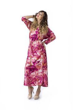 En #claudiasuarez nos encantan las #prendas #lenceras y a partir de ahora también te encantarán.  Los  tops y  #vestidos de este #estilo, gracias a sus tejidos satinados, combinados con tonos nude y rosa crean prendas  #sexys pero con un toque #romántico que no falla nunca en un #outfit perfecto! Conoce  nuestro vestido largo satinado de #colección #SS16. #fashion #moda #style #dress #model #instafashion #colombiandesigner #medellin #tendencia #beautiful