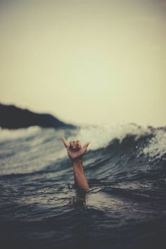Shaka Brah Simple definition: Shaka Brah - to 'hang loose' (Not spelt 'shaka bra') Originating from Hawaii, Shaka Brah is used in the form of a Gesture rather than Speech.