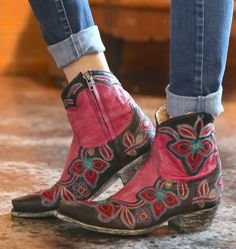 / black and red old gringo marrione zipper boots / Shoes Heels Pumps, On Shoes, Wedge Shoes, Black Shoes, Shoes Sneakers, Ugg Boots, Bootie Boots, Shoe Boots, Ankle Boots