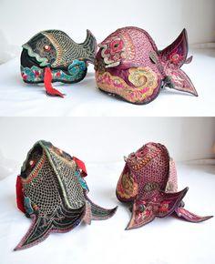 they'd make great purses.Old Chinese fish hats ~Image © MAantique /Beijing Yaguan Art Center Chinese Babies, Asian Babies, Chinese Hat, Chinese Style, Folk Costume, Costumes, Costume Ethnique, Sculpture Textile, Potpourri