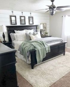 √ Modern Farmhouse Bedroom with Black Furniture. Lovely Modern Farmhouse Bedroom with Black Furniture. 32 Cozy Modern Farmhouse Bedroom Decor Ideas Best Look Black Bedroom Furniture, Bedroom Black, Home Decor Bedroom, Bedroom Décor, Farmhouse Bedroom Furniture, Decor Room, Master Bedroom Decorating Ideas, Master Bedroom Grey, Black And Cream Bedroom