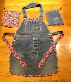 This is an apron I made from men's denim bib overalls with matching hot pads!!
