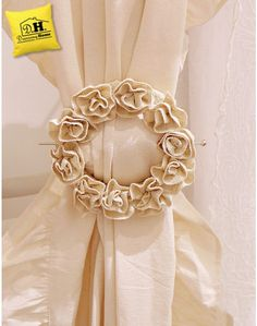 Embrasse Shabby Chic Roselline Yuta Blanc Mariclo' Curtain Tie Backs Diy, Curtain Ties, Shabby Chic Curtains, Home Curtains, Home Decor Kitchen, Diy Home Decor, Rideaux Shabby Chic, Curtain Holder, Cute Sewing Projects